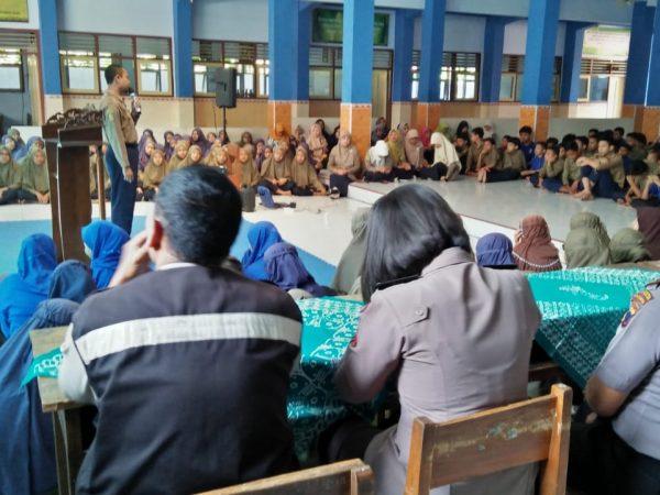 SMP Muhammadiyah 4 Surakarta Adakan Kegiatan Sosialisasi Bahaya Napza dan Penyakit Menular