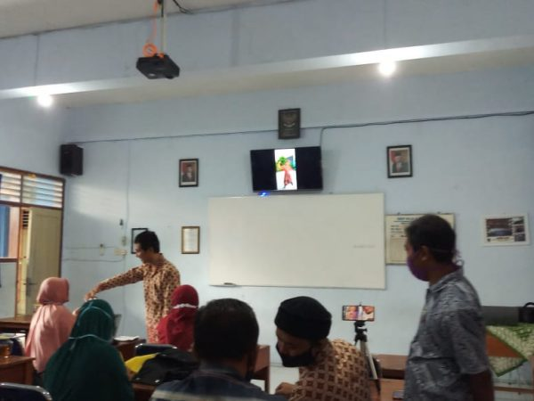 SMP MUHAMMADIYAH 4 SURAKARTA (MUPATSKA) ADAKAN IN HOUSE TRAINING FOR TEACHERS